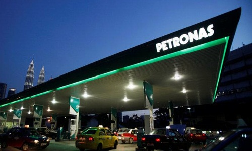 Petronas cuts natural gas output at partly owned LNG Canada project